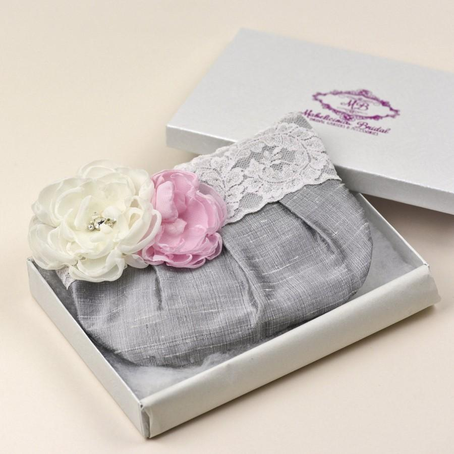 Свадьба - Bridesmaid Clutch , Wristlet Clutch - Perfect Bridesmaid Gift - Grey Clutch with Blush Lace, Ivory & Soft Pink Stardust Flower Brooch (ch