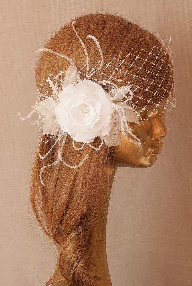 Mariage - White BIRDCAGE VEIL, Vintage Style Bridal FASCINATOR.