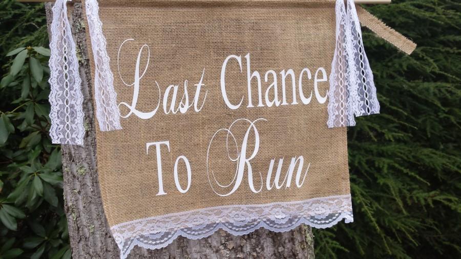 زفاف - Last Chance To Run Sign, Burlap Banner, Burlap and Lace, Burlap Wedding, Rustic Wedding, Last Chance To Run Banner