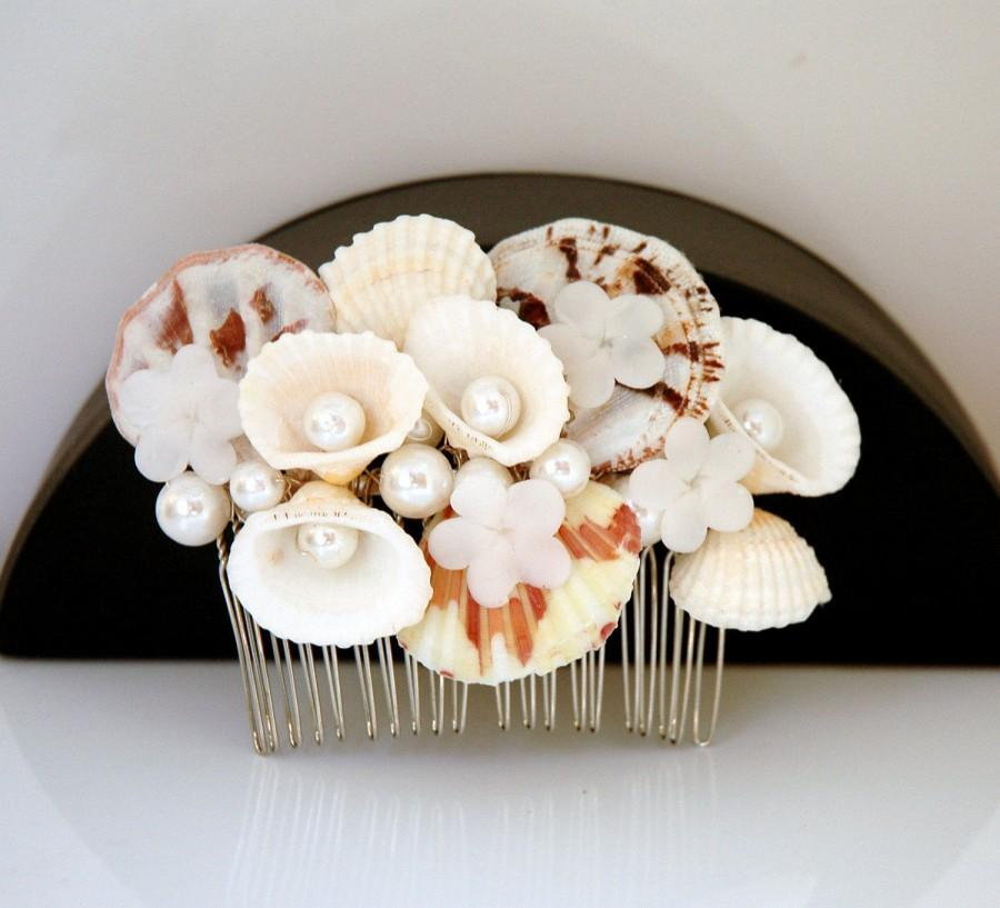 Mariage - Sea Shell Hair Comb Beach Wedding Headpiece Pearls Hair Comb Set Bridal Hair Comb Shell Hair Comb Boho Wedding Nautical Beach Hair Comb - $30.00 USD