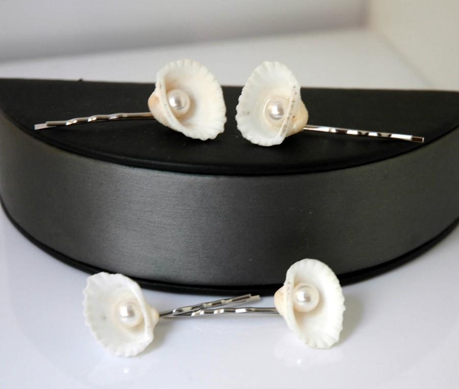 Mariage - Beach Wedding Hair Accessories Sea shell Hair Pins Beach Wedding Headpiece Bridal Hair Pins Pearl Nautical Beach Hair Mermaid Beach Hair - $24.00 USD