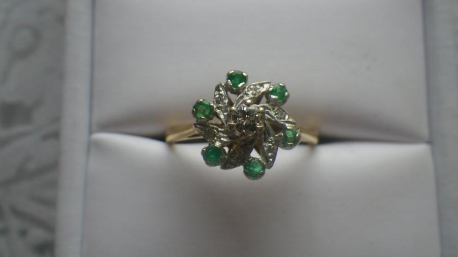 Mariage - Stunning 18ct Yellow Gold Diamond and Emerald Daisy Cluster Ring