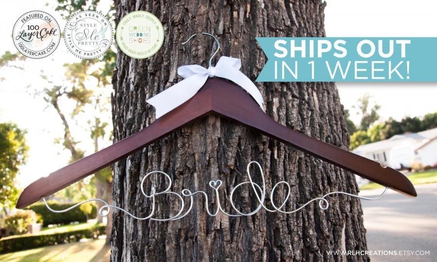 Свадьба - Bride Hanger / Wedding Hanger / Personalized Bridal Hanger / Wire Name hanger / Wire Hanger / Name Hanger / 5 Hanger Colors / 14 Wire Colors