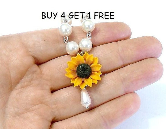 Boda - Sunflower Necklace - Bridal jewelry in yellow with pearls