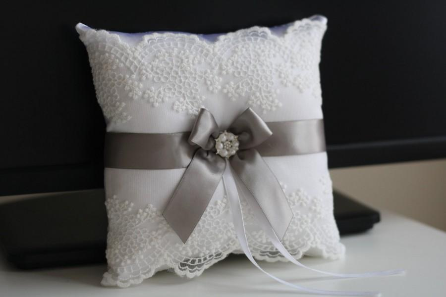 زفاف - Gray Ring Bearer Pillow & Flower Girl Basket  Gray Wedding Basket   Gray wedding Pillow  White Pillow Basket Set  Gray trow pillow - $28.00 USD
