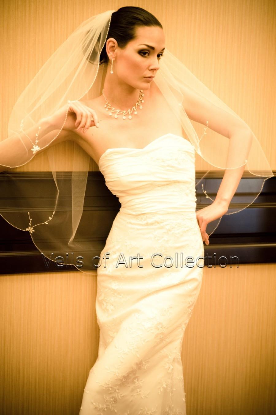 Mariage - NWT 1T Fingertip Bridal Wedding Veil Scalloped Beaded Flower Motif Edge VE167 Handcrafted