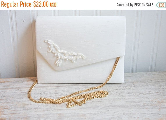 Mariage - Vintage 80s Hand Bag NEW, White Wedding Purse, 1980s  Beaded Dyeables with Gold Chain, Bridesmaid or Mother of the Bride