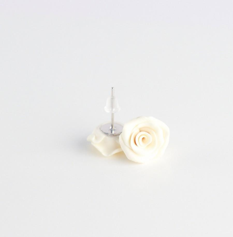 Mariage - Ivory rose earrings - bridal earrings - off-white little roses - polymer clay bridal earring studs - wedding jewelry
