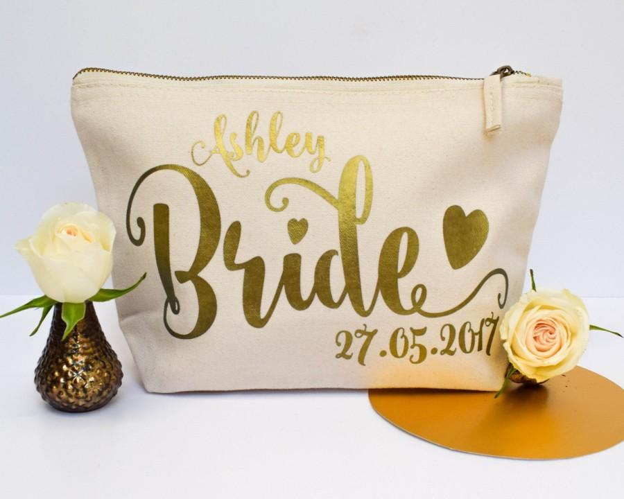 Hochzeit - Bride Gift - Personalised Cosmetic Make Up Bag - Bridesmaid, Maid of Honour, Flower Girl Present - Unique Gift for Bridal Party Wedding Bags