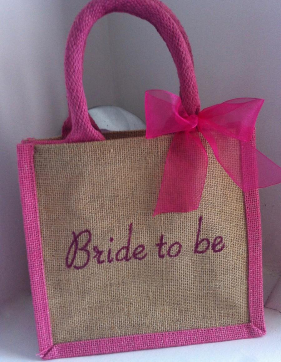 Mariage - Personalised 'Bride To Be' Wedding Day Tote Bag. Keepsake Gift from hens, Bridesmaid, flower Girls to give the bride. Engagement Hen Do Gift