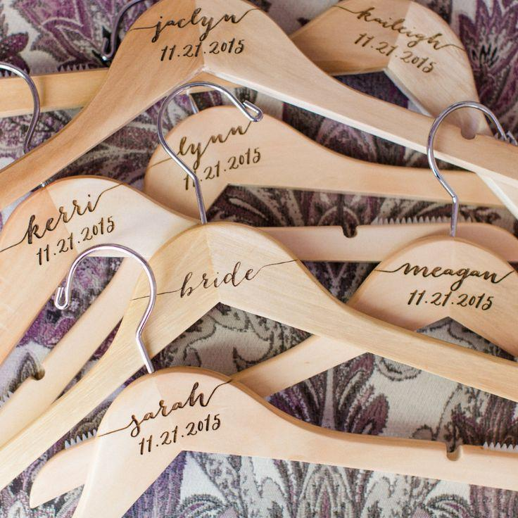 Hochzeit - Personalized Wedding Hangers