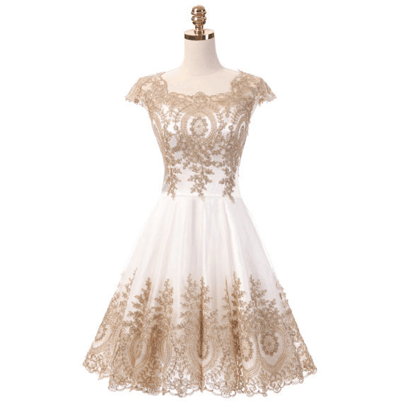 Düğün - Chic Short Prom Dress Cap Sleeve Cocktail Bridesmaid Dresses Gold Lace Homecoming Dresses White Evening Party Gowns Dress For Graduation