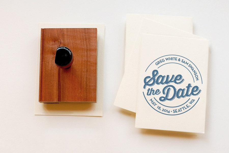 Boda - Round Custom Save the Date Stamp •  Personalized Rubber Stamp • Wooden Handle • Circle Wedding Stamp • Made to Order