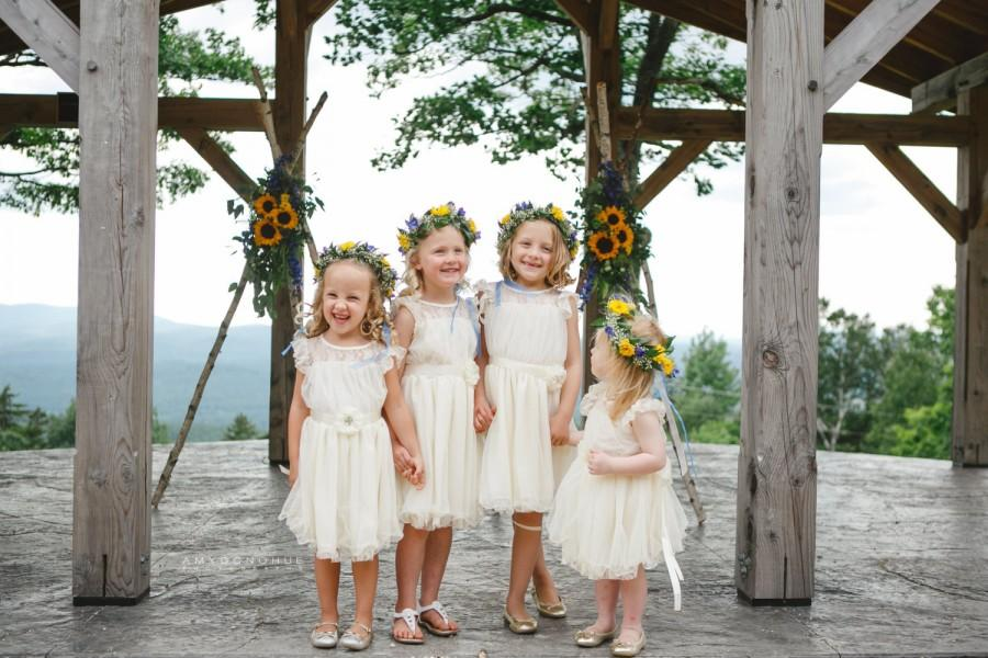 Mariage - flower girl dress ivory flower girl dress girls lace dress lace dress toddler lace dress boho flower girl dress flower girl dress lace