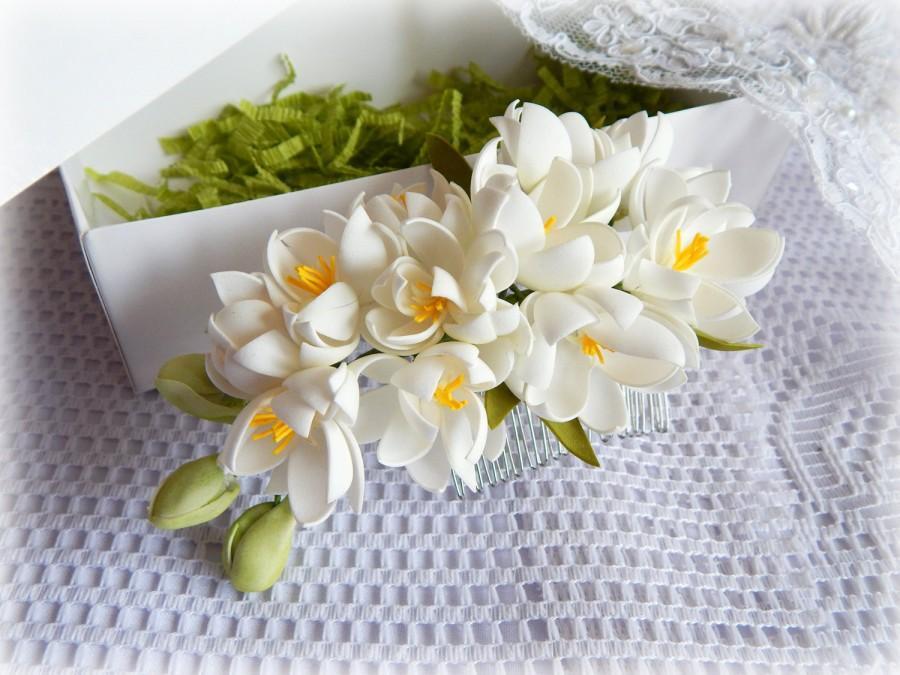 Mariage - White Wedding Hair comb Bridal headpiece Flower comb Floral Hair Flower Bridal Headpiece Realistic flowers Bridal hair flower - $20.00 USD