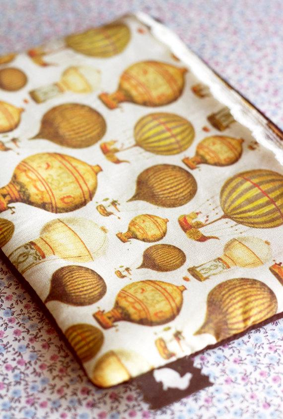 Boda - Vintage hot air balloons purse.Balloons pencil case.Vintage make up bag.Steampunk Gadget Pouch.Victorian.Retro Pencil Case.Back to school