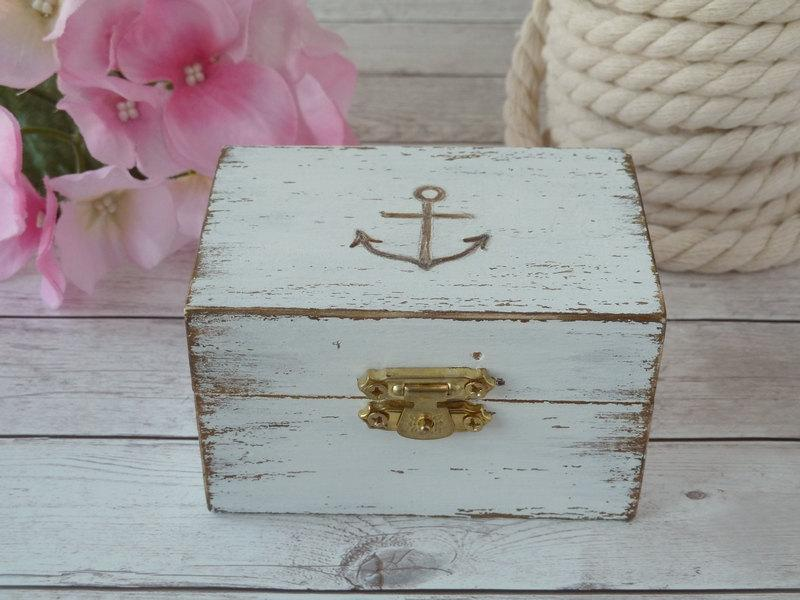 Mariage - Beach Wedding Ring Box Anchor Ring Holder Personalized Ring Bearer Nautical Wedding Decoration Seashell Wedding Custom Color