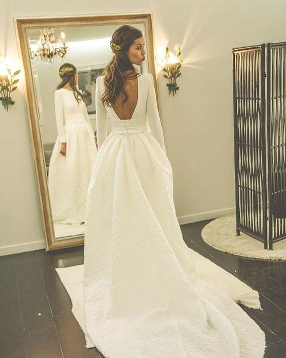 Wedding - O Decote Nas Costas Da Noiva Moderna