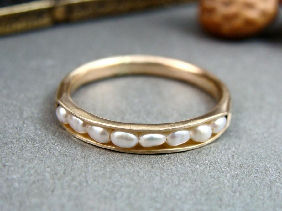 Свадьба - solid 14k gold petite pearl stack ring