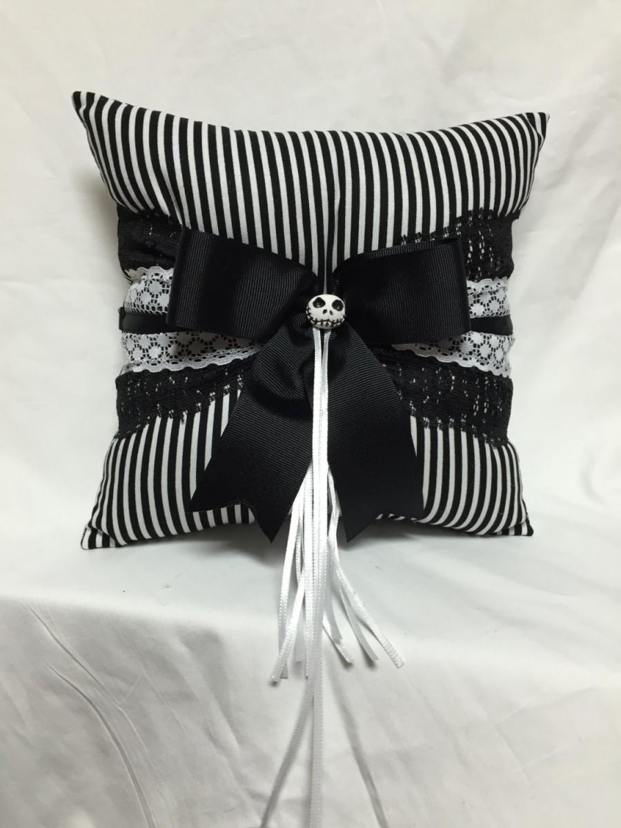 Hochzeit - Skeleton Stripes in black and white Print wedding Ring Bearer Pillow