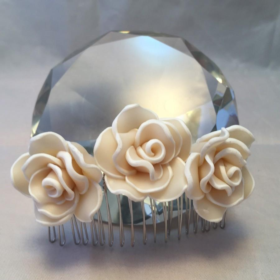 Mariage - White rose hair comb: bridal accessories; bridal hair accessories; decorative hair comb; wedding jewellery; wedding accessories