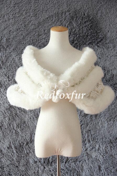 Mariage - Ivory Fake fur shawl Lace shawl Bride Fake fur stole Bridesmaid Cloak Shrug Women Bolero Wrap Winter Wedding Jacket Coat Warm
