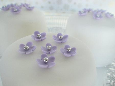 Wedding - edible sugar mini flowers set of 35 color of your choice