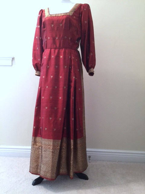 Mariage - INDIAN SARI SILK Long Dress Size 12/14 Custom Designed & Made Vintage 1970's Henna Red Heavy Golden Borders Square Neckline Long Sleeves