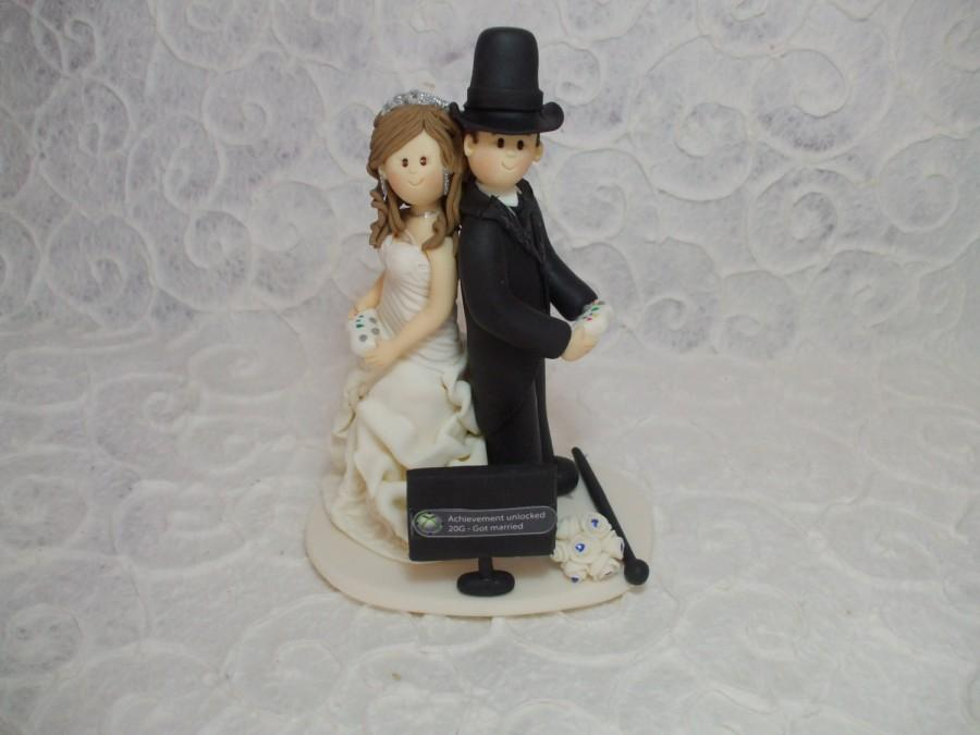 Свадьба - Customized bride and groom playing video games wedding cake topper