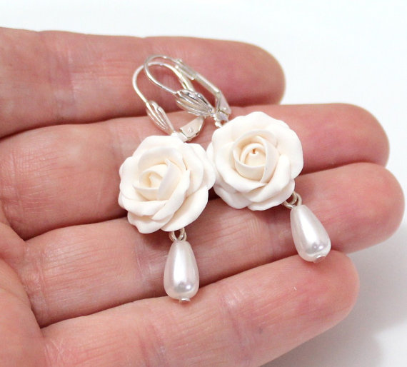 Wedding - White Rose Drop Earrings, White flower drop, Earrings and pearl, White Rose, Wedding Earrings, White Bridesmaid Jewelry, Bridal Flowers