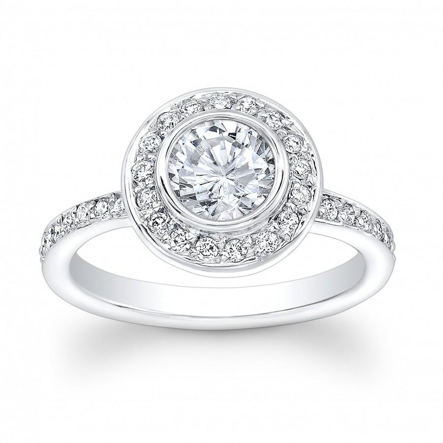 Mariage - Ladies 18kt white gold vintage engagement ring with 1ct Round White Sapphire Center and 0.50 ctw G-VS2 pave diamonds