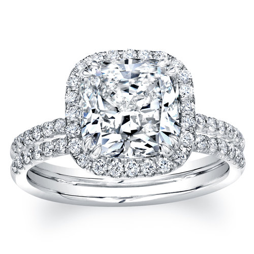 Mariage - Ladies 14kt white gold cushion halo engagement ring w/ 1.70 ct Cushion shape white sapphire center and 0.40 carats of G-VS2 quality diamonds