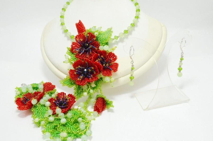 Hochzeit - Red and Green Seed Bead Statement Flower Set; Modern Fashion Necklace Choker Transformer, Poppy Bracelet and Pendant Brooch; Gift for her