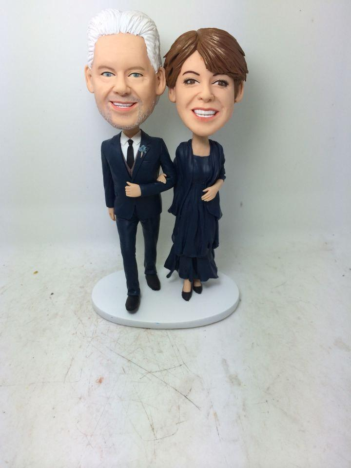 Свадьба - Custom Personalized Wedding Anniversary Cake Topper Bobble Head Clay Figurine Based on Customers' Photos Using As Wedding Valentine's Gifts