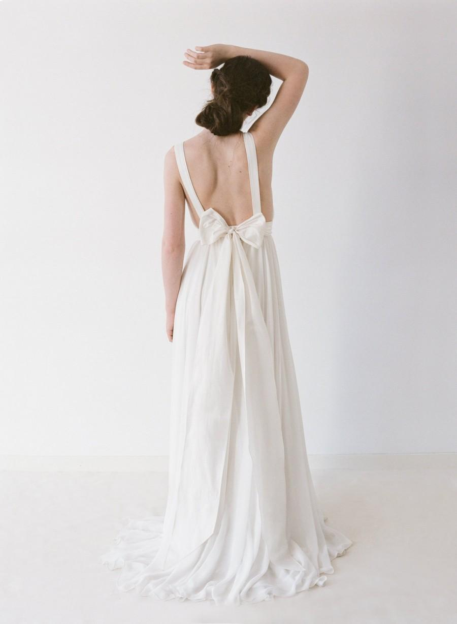 Hochzeit - Brianna // A Chiffon, Backless Wedding Gown