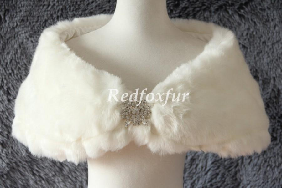 Mariage - Fake fur stole ivory bridal bridesmaid brooch shawl shrug short thick cloak wrapped warm winter fur cape for formal occasions