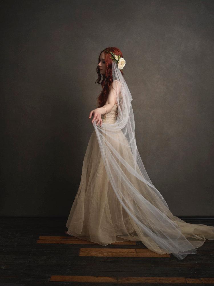 Mariage - Woodland wedding head piece, ivory wedding veil, bridal circlet, flower hair wreath, art nouveau vine crown, hair accessories - Eloise
