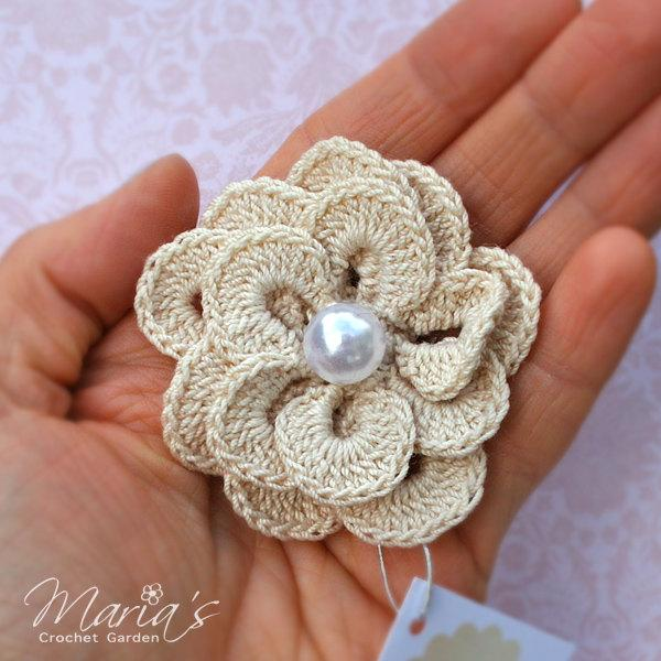 Mariage - Unique Crochet Flower Brooch with a Pearl / Gift for Her / Gift for Teachers / Gift for Bridesmaids / Wedding Accesory / Vintage Wedding