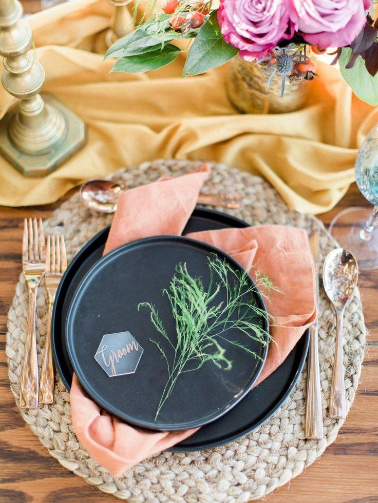 Hochzeit - Jewel Toned Edgy Boho Wedding Ideas