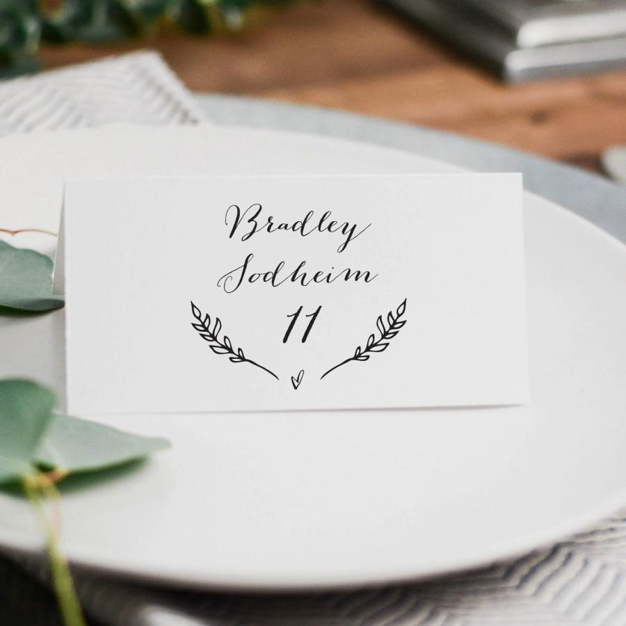 Свадьба - Rustic Wedding Place Cards Template, Printable Wedding Place Cards, DIY Place Cards, 3.5x2 Folded Wedding Table Cards, Rustic Wreath