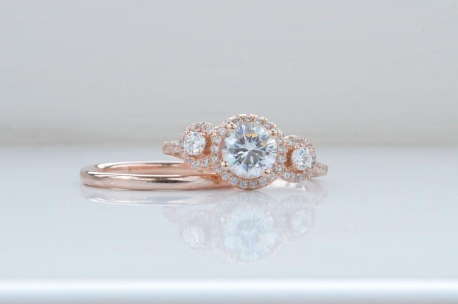 Mariage - 14K Rose Gold Round Halo Engagement Ring - Three Stone Engagement Ring - 3 Stone with Brilliant Cut Cubic Zirconia