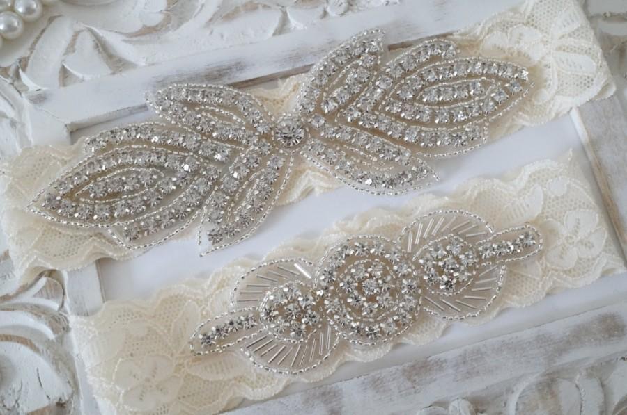 Свадьба - Light Ivory Pearl Beaded Lace Wedding Garter Set , Ivory Lace Garter Set, Toss Garter , Keepsake Garter, Bridesmaid Gift, Prom, Wedding Gift