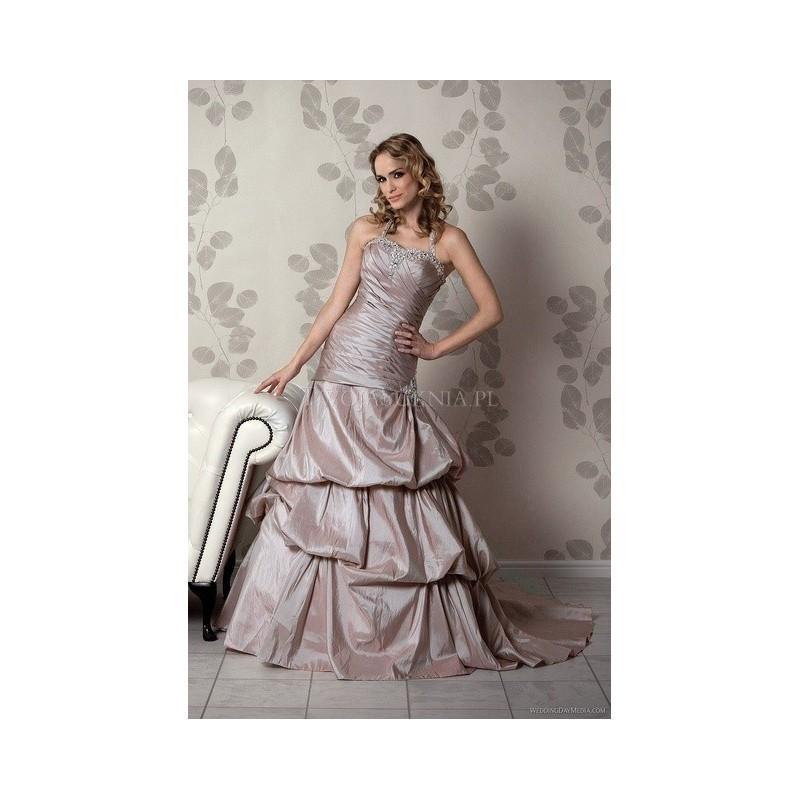 Amanda Wyatt Clical Elegance 2017 Iona Formal Bridesmaid Dresses