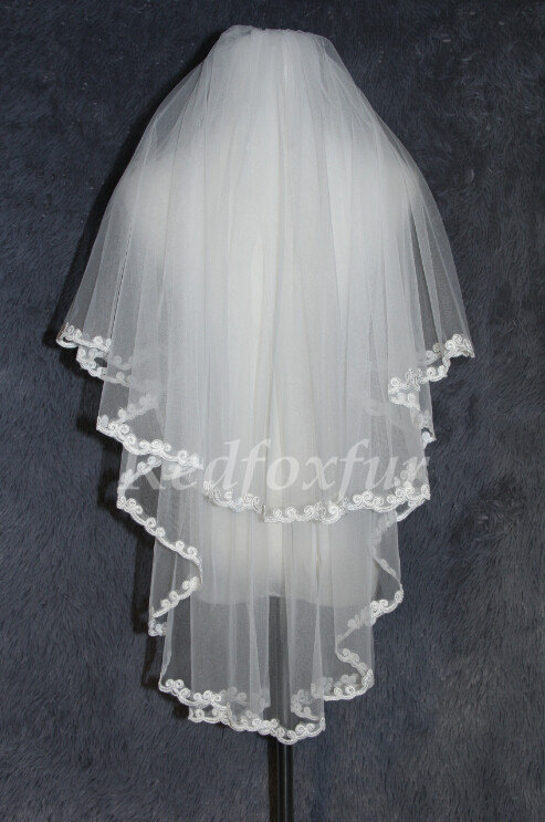 Mariage - Bridal Veil 2T Elbow Lace applique edge Wedding veil Light ivory Wedding Accessories With comb