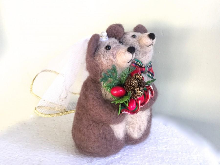 Свадьба - Christmas wedding cake topper figurine Christmas bear Christmas bouquet bears berries red green veil love animal cake topper Christmas cute