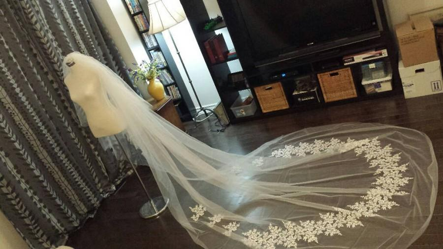 Mariage - Half Lace 2-Tier, 3M Wide, 3.5M Long, Lace Appliques on Veil Bottom, w/Plain Blusher, Off-white, Metal Comb, MADE TO ORDER (V19-2T3.5M)