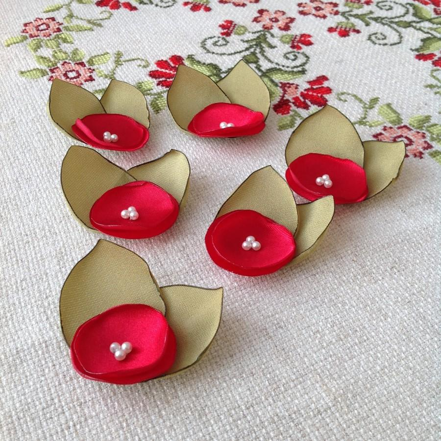 Wedding - Fabric flower appliques, fabric embellishments, fabric supplies, floral appliques, red roses with green leaves, - $12.00 USD
