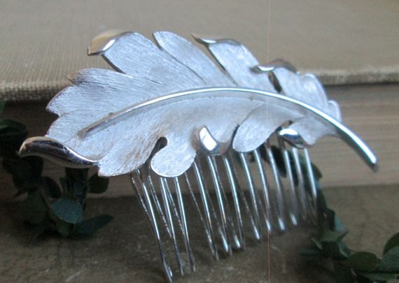 Свадьба - Silver Feather Hair Comb Bridal Hairpiece
