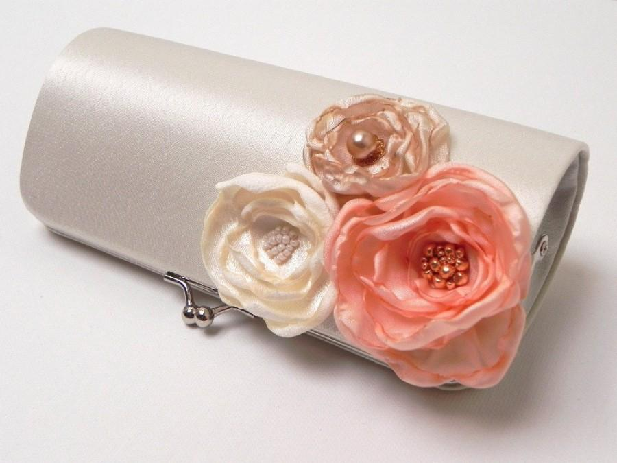 Mariage - Shabby Chic Bridal Clutch or Pink Peach Bridesmaid Clutch - Kisslock Snap Bouquet Clutch - Colors - Ivory Pale Pink Peach