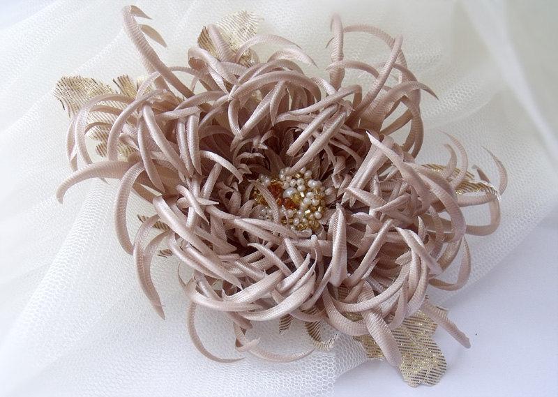 Mariage - Chrysanthemum fabric,Chrysanthemum Handmade,beige flower,Hair clip,Hair flower,Hair Care,wedding flower,chrysanthemum beige